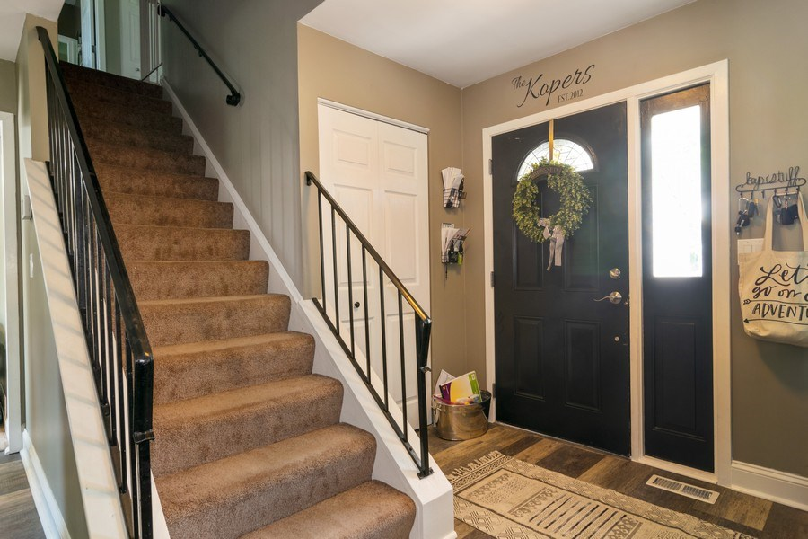 Real Estate Photography - 412 Chippendale Dr., Bartlett, IL, 60103 - Entryway