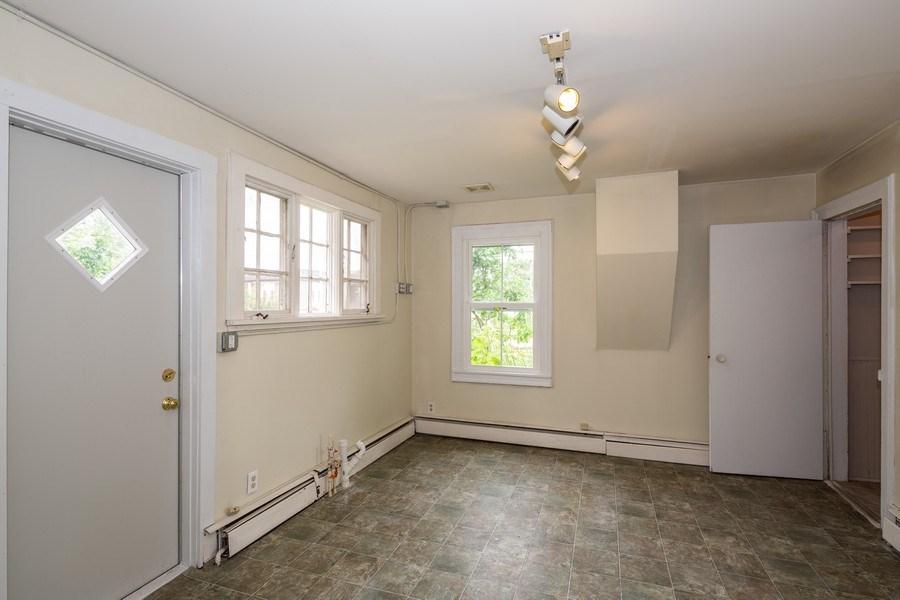 Real Estate Photography - 304 W. Calhoun, Woodstock, IL, 60098 - 1st Floor Office 11' x 9'