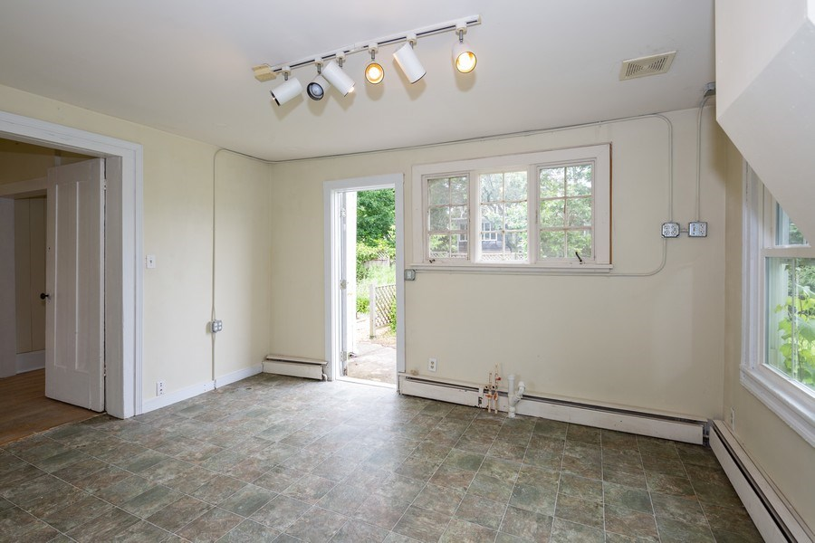 Real Estate Photography - 304 W. Calhoun, Woodstock, IL, 60098 - 1st Floor Office 13' x 11'