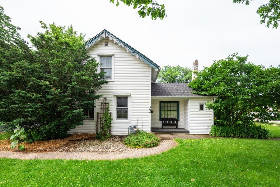 Real Estate Photography - 304 W. Calhoun, Woodstock, IL, 60098 - Front View