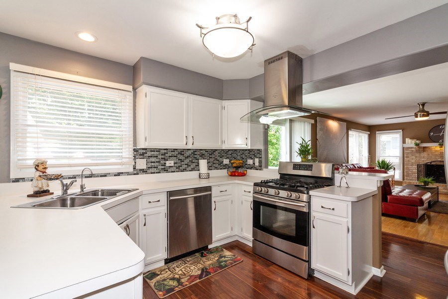 Real Estate Photography - 200 ARQUILLA LN, ALGONQUIN, IL, 60102 - Kitchen