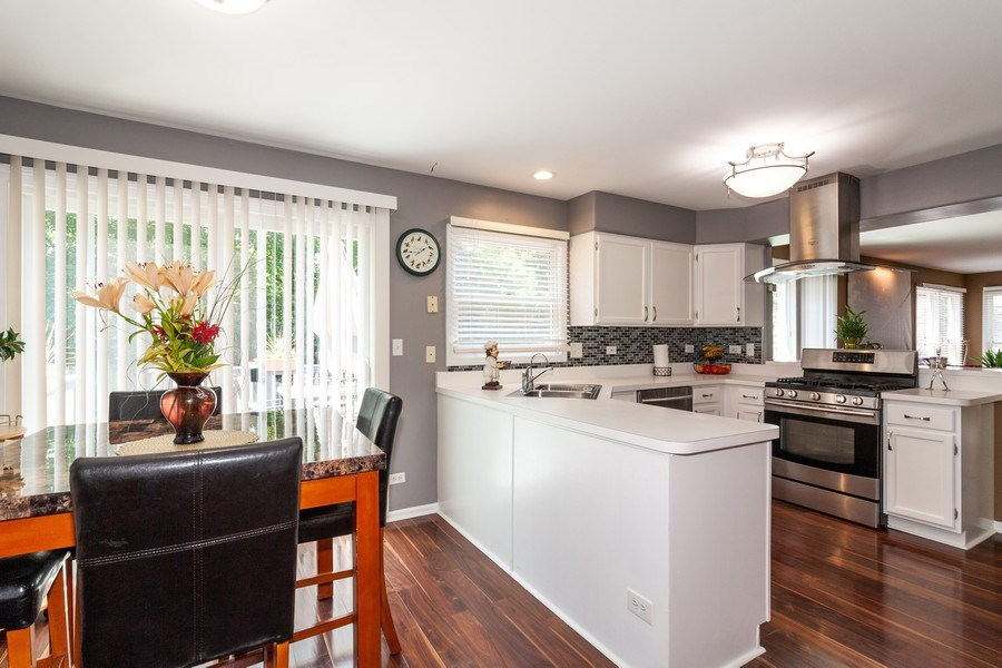 Real Estate Photography - 200 ARQUILLA LN, ALGONQUIN, IL, 60102 - Kitchen / Breakfast Room