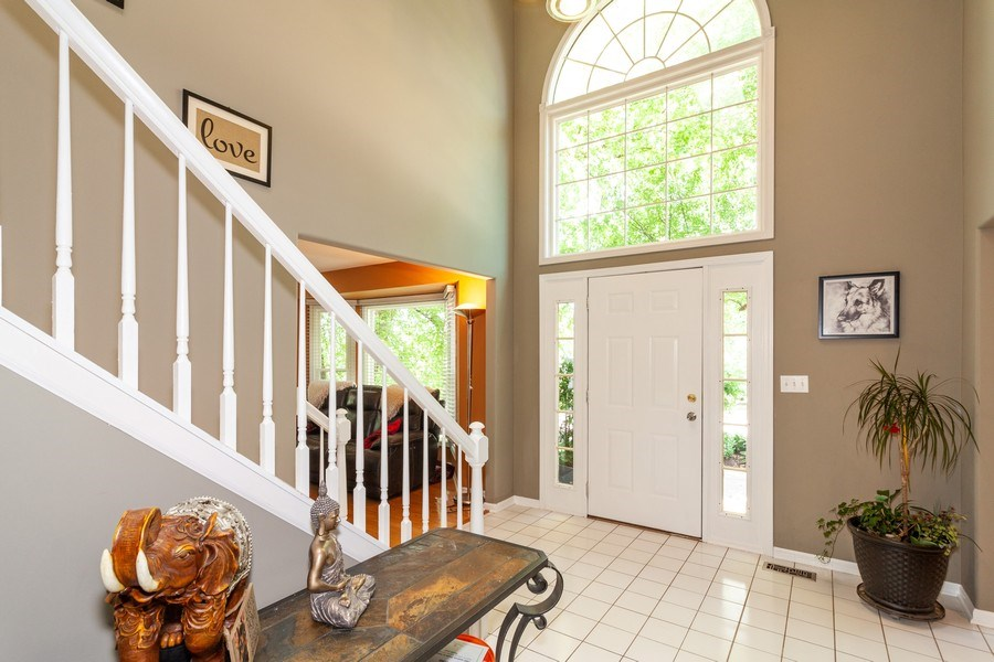 Real Estate Photography - 200 ARQUILLA LN, ALGONQUIN, IL, 60102 - Foyer