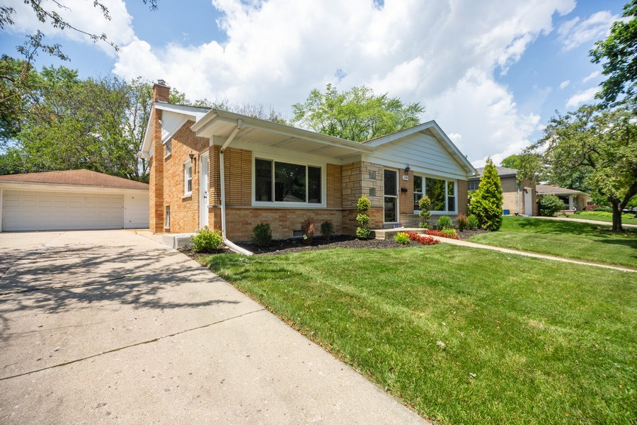 Real Estate Photography - 226 S. Princeton Ave., Arlington Hts, IL, 60005 - Side View