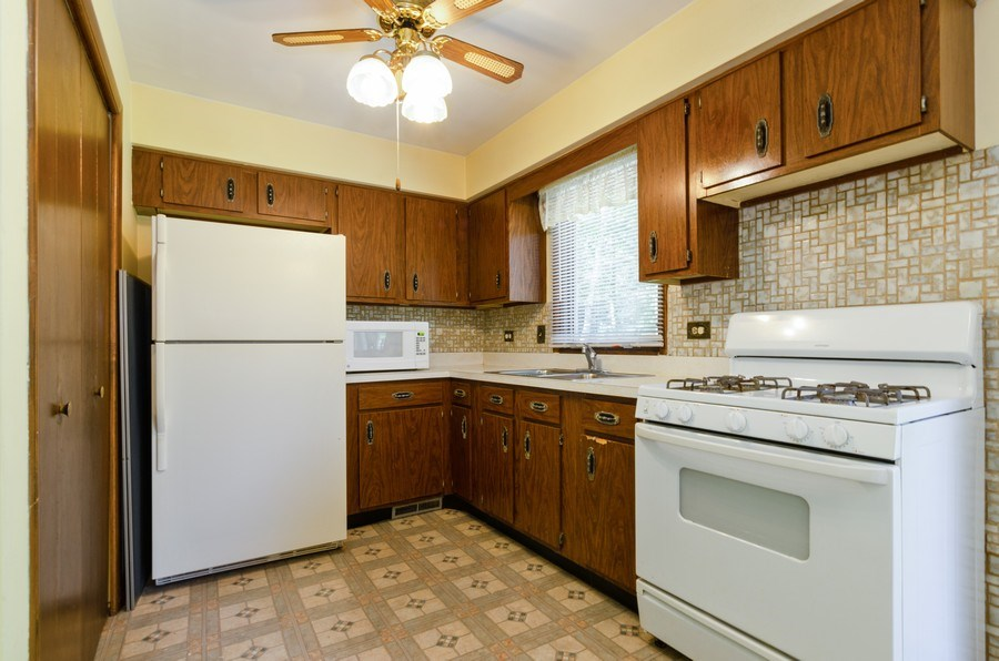 Real Estate Photography - 823 Forest, Bartlett, IL, 60103 - Kitchen