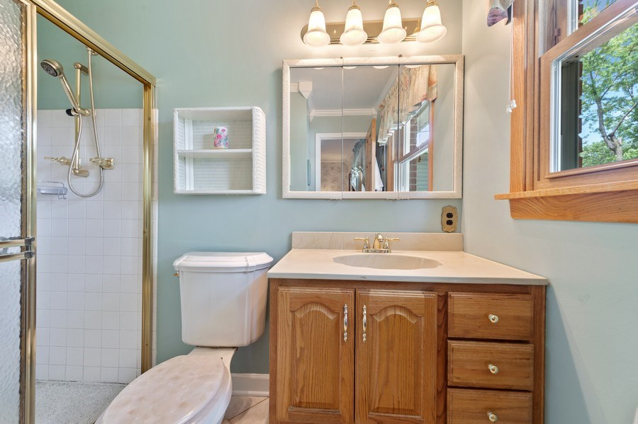 Real Estate Photography - 1425 S Robert Dr, Mount Prospect, IL, 60056 - Master Bath - 1425 S Robert Dr, Mount Prospect, IL