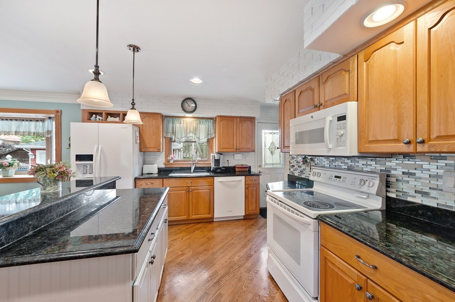 Real Estate Photography - 1425 S Robert Dr, Mount Prospect, IL, 60056 - Kitchen - 1425 S Robert Dr, Mount Prospect, IL