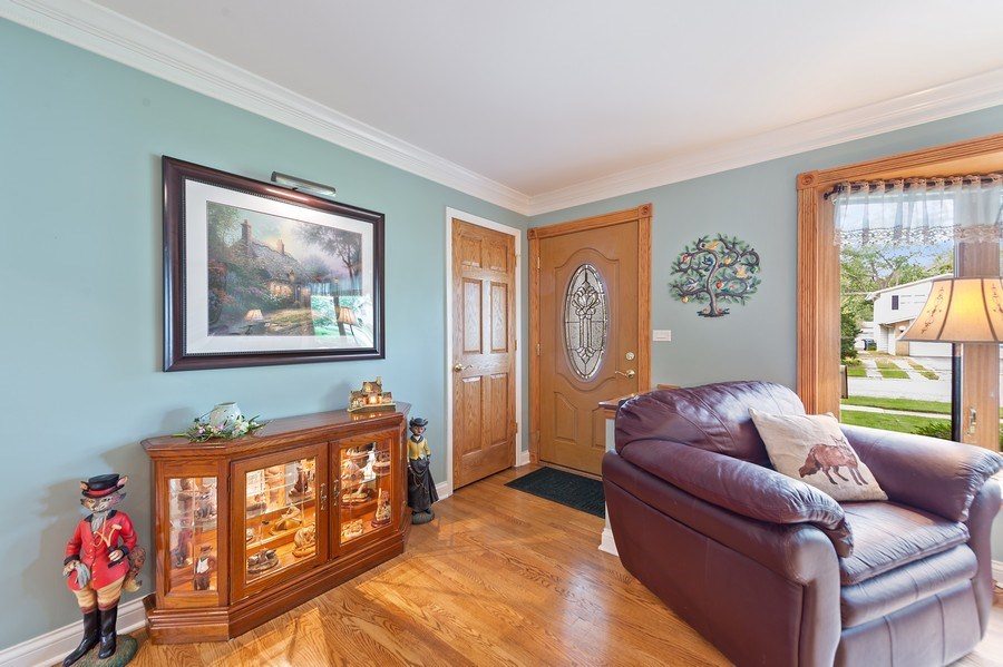 Real Estate Photography - 1425 S Robert Dr, Mount Prospect, IL, 60056 - Foyer - 1425 S Robert Dr, Mount Prospect, IL