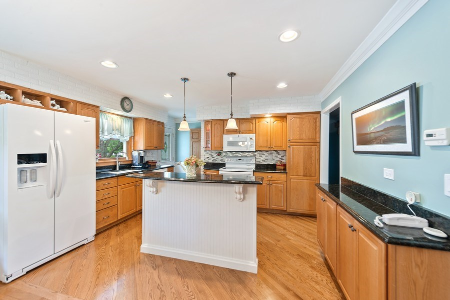 Real Estate Photography - 1425 S Robert Dr, Mount Prospect, IL, 60056 - Kitchen/Breakfast Bar - 1425 S Robert Dr, Mount Pr