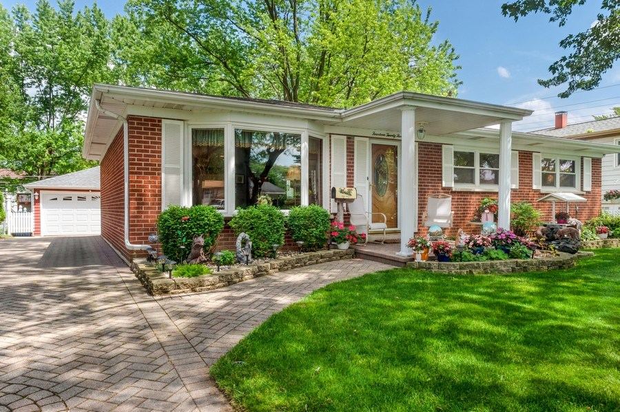 Real Estate Photography - 1425 S Robert Dr, Mount Prospect, IL, 60056 - Front Exterior - 1425 S Robert Dr, Mount Prospect,