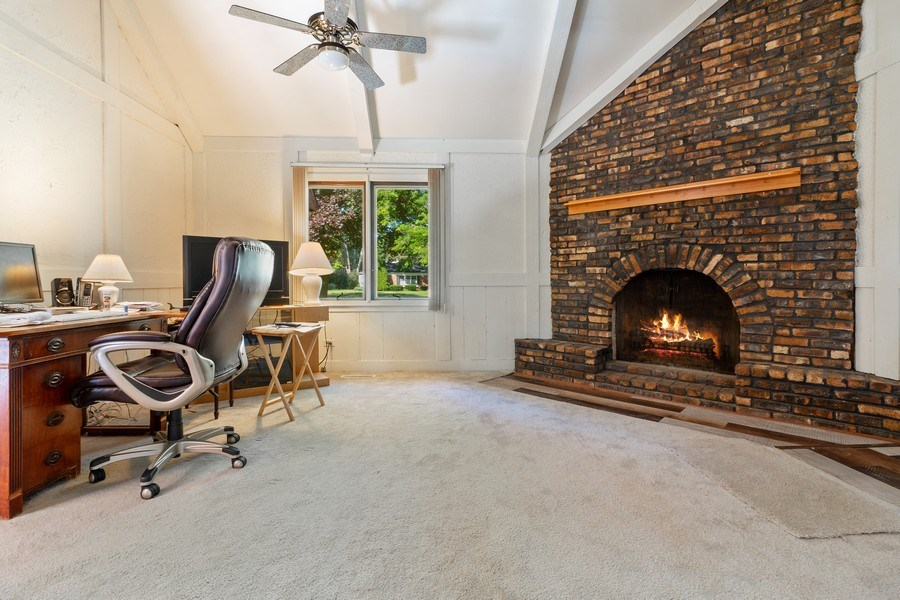 Real Estate Photography - 11615 Schuette Cir, Woodstock, IL, 60098 - Family Room