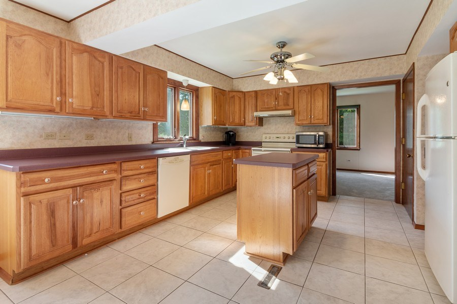 Real Estate Photography - 11615 Schuette Cir, Woodstock, IL, 60098 - Kitchen