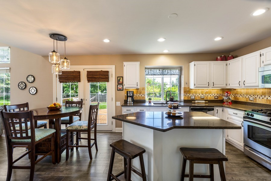 Real Estate Photography - 235 Farmhill Dr, Algonquin, IL, 60102 - EAT-IN KITCHEN