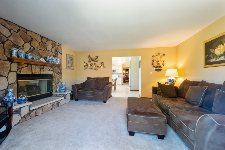Real Estate Photography - 201 Independence Ln, Bloomingdale, IL, 60108 - Family Room