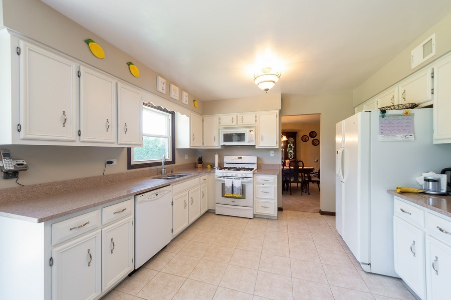 Real Estate Photography - 201 Independence Ln, Bloomingdale, IL, 60108 - Kitchen