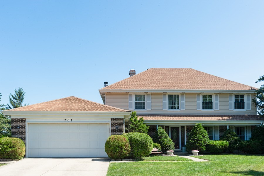 Real Estate Photography - 201 Independence Ln, Bloomingdale, IL, 60108 - Front View