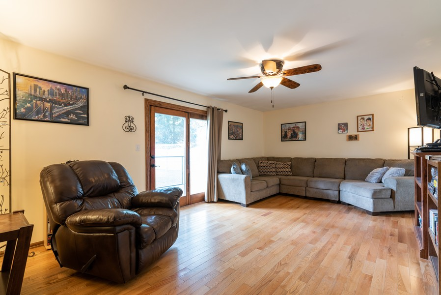 Real Estate Photography - 959 Denton Ct, Crystal Lake, IL, 60014 - Family Room