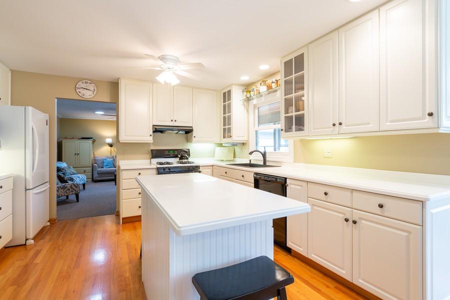 Real Estate Photography - 1033 Timothy Lane, Woodstock, IL, 60098 - Kitchen
