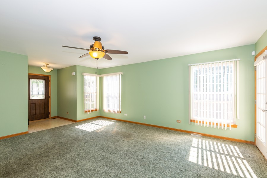 Real Estate Photography - 1170 Pond Point, Woodstock, IL, 60098 - Great room