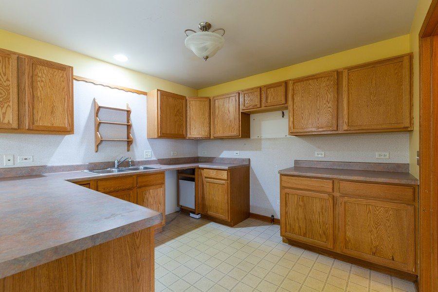 Real Estate Photography - 1170 Pond Point, Woodstock, IL, 60098 - Kitchen