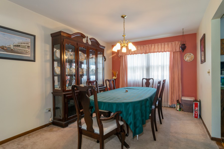 Real Estate Photography - 1610 Sheffield Dr, Elgin, IL, 60123 - Dining Room