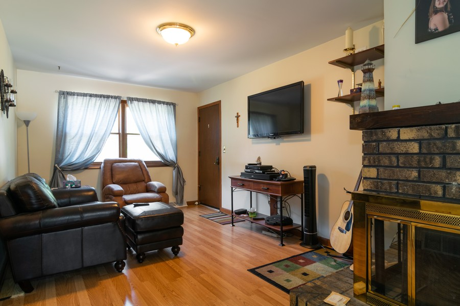 Real Estate Photography - 1610 Sheffield Dr, Elgin, IL, 60123 - Family Room