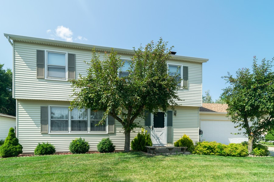 Real Estate Photography - 1610 Sheffield Dr, Elgin, IL, 60123 - Front View