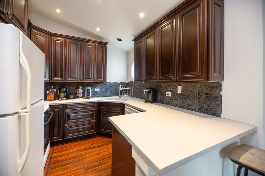 Real Estate Photography - 1958 N Stillwater Rd Unit 1958, Arlington Heights, IL, 60004 - Kitchen