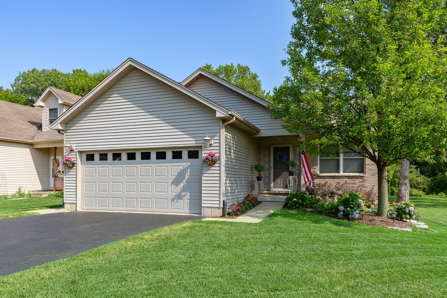 Real Estate Photography - 260 Beach Dr, Algonquin, IL, 60102 - Front View