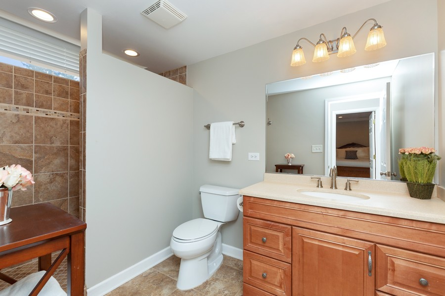 Real Estate Photography - 260 Beach Dr, Algonquin, IL, 60102 - 2nd Bathroom