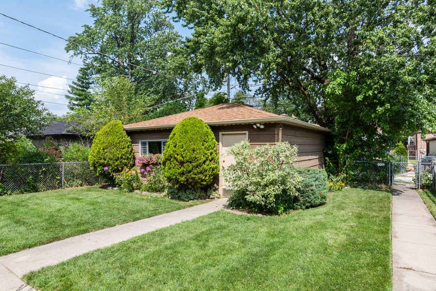 Real Estate Photography - 8209 Tripp Ave, Skokie, IL, 60076 - Back Yard