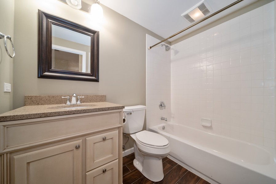 Real Estate Photography - 1321 Boulder Court, Woodstock, IL, 60098 - 2nd Bathroom