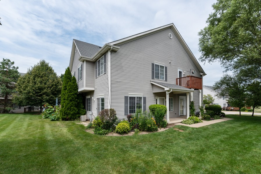 Real Estate Photography - 1091 Castleshire Dr, Woodstock, IL, 60098 - Front View