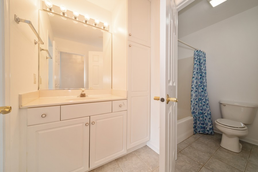 Real Estate Photography - 1091 Castleshire Dr, Woodstock, IL, 60098 - Bathroom