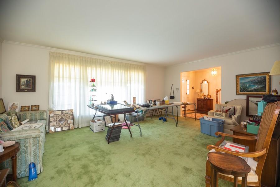 Real Estate Photography - 1020 E. Viator Court, Arlington Heights, IL, 60004 - Master Bathroom
