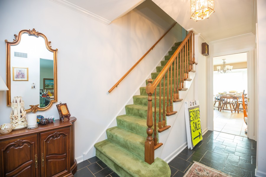 Real Estate Photography - 1020 E. Viator Court, Arlington Heights, IL, 60004 - Foyer