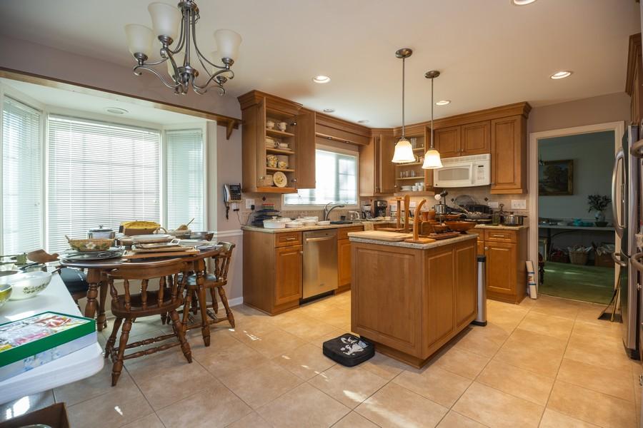 Real Estate Photography - 1020 E. Viator Court, Arlington Heights, IL, 60004 - Kitchen
