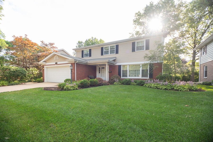 Real Estate Photography - 1020 E. Viator Court, Arlington Heights, IL, 60004 - Front View