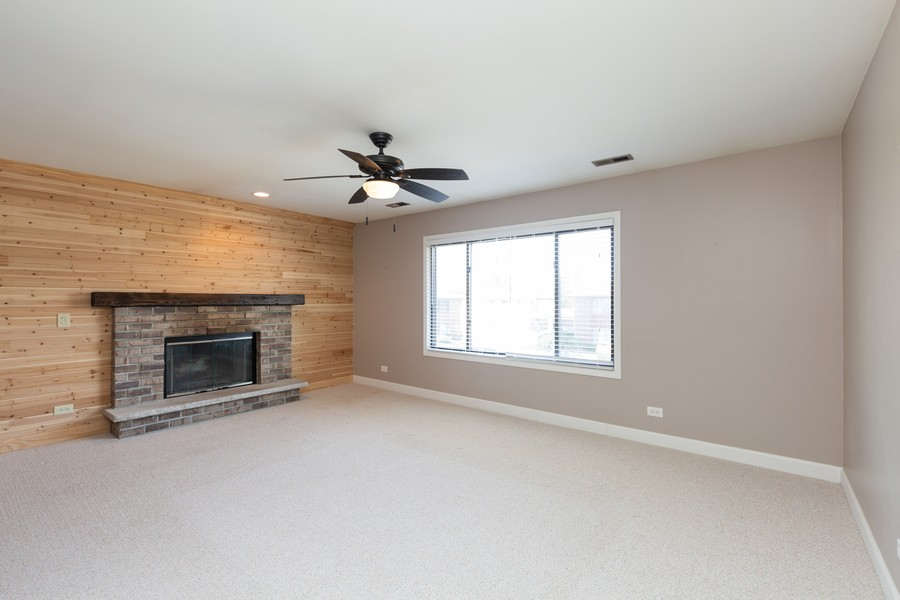Real Estate Photography - 1078 Manchester Ct, South Elgin, IL, 60177 - Living Room