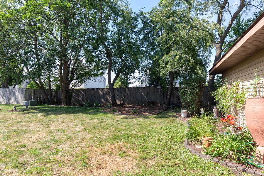 Real Estate Photography - 1078 Manchester Ct, South Elgin, IL, 60177 - Back Yard