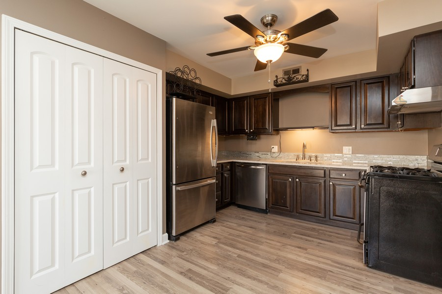 Real Estate Photography - 1078 Manchester Ct, South Elgin, IL, 60177 - Kitchen