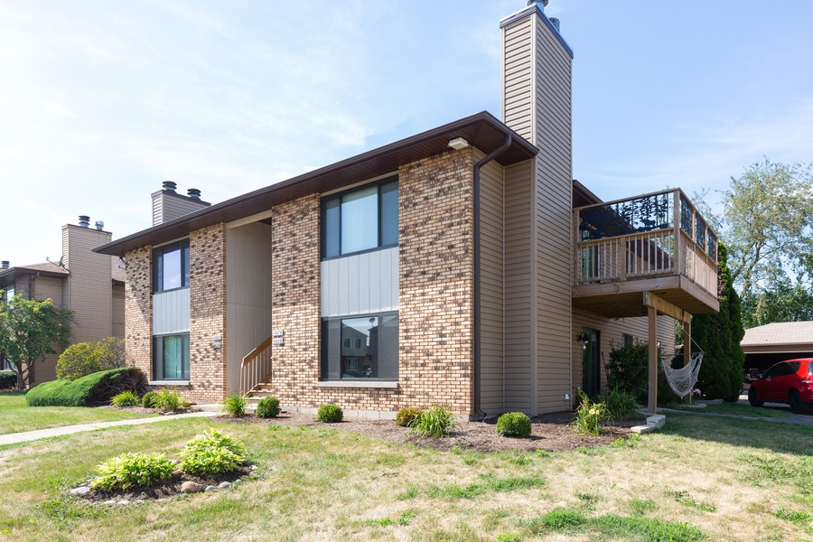 Real Estate Photography - 1078 Manchester Ct, South Elgin, IL, 60177 - Front View