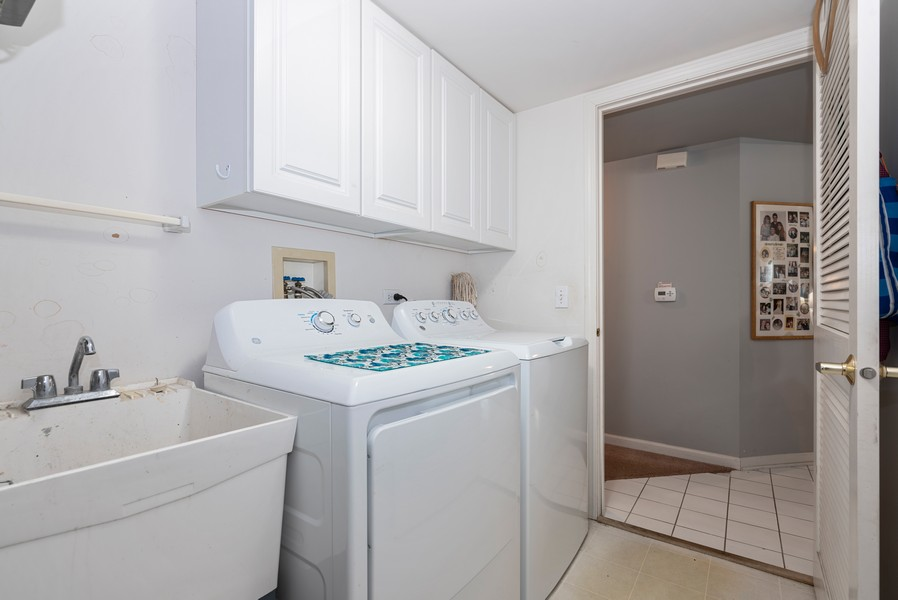 Real Estate Photography - 9518 Lenox Ln, Lakewood, IL, 60014 - Laundry Room