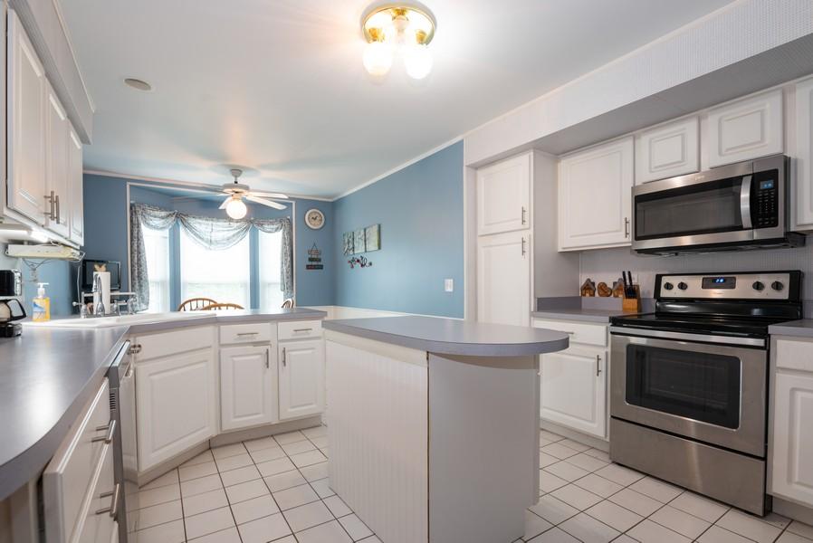 Real Estate Photography - 9518 Lenox Ln, Lakewood, IL, 60014 - Kitchen