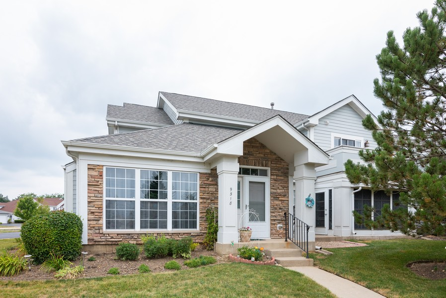 Real Estate Photography - 9518 Lenox Ln, Lakewood, IL, 60014 - Front View