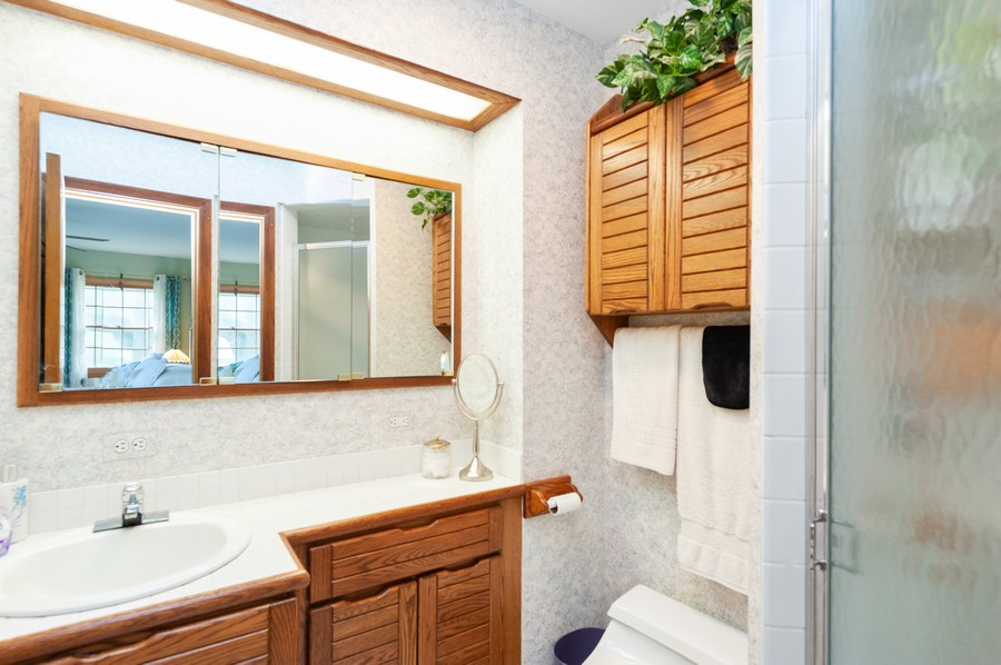 Real Estate Photography - 532 BERRIEDALE DR, CARY, IL, 60013 - Master Bathroom