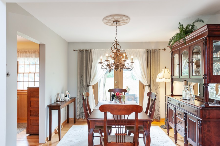 Real Estate Photography - 532 BERRIEDALE DR, CARY, IL, 60013 - Dining Room