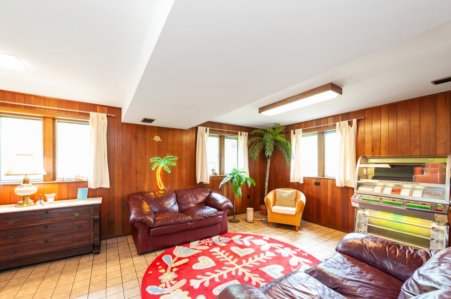 Real Estate Photography - 532 BERRIEDALE DR, CARY, IL, 60013 - Family Room