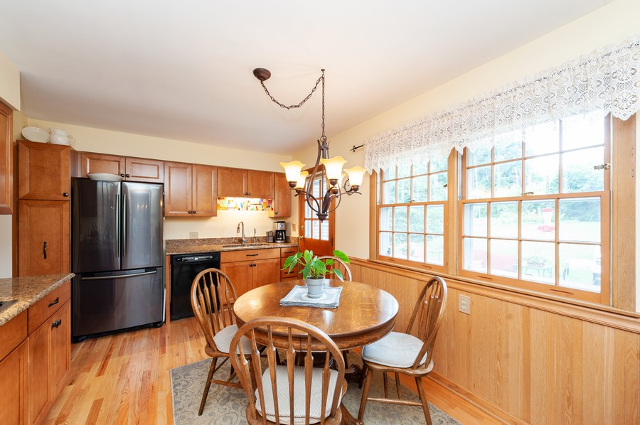 Real Estate Photography - 532 BERRIEDALE DR, CARY, IL, 60013 - Kitchen