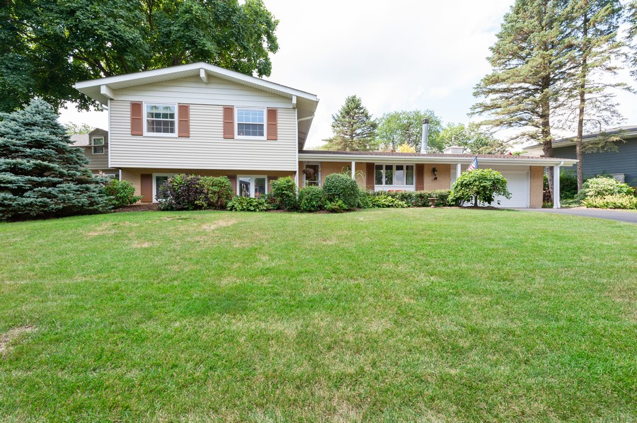 Real Estate Photography - 532 BERRIEDALE DR, CARY, IL, 60013 - Front View